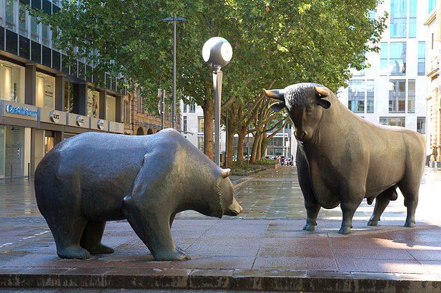 Ours taureau statues